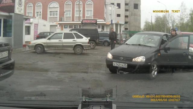 ДТП Авария Архангельск женщина за рулём парковка