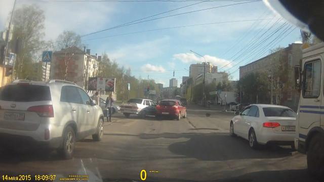 ДТП Авария Архангельск Ломоносова Логинова красный свет