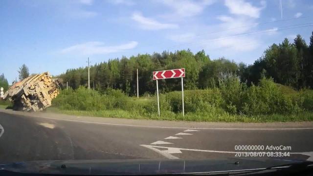 ДТП, Авария, Новодвинск, лесовоз в кювете