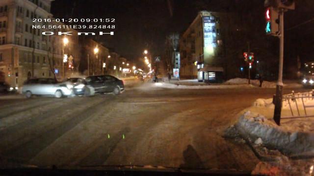 ДТП Авария Северодвинск Ленина Советская жёлтый